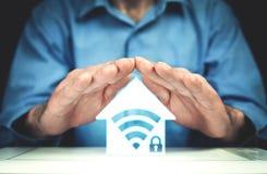 Mann mit Haupt-wifi Sicherheitsikone lizenzfreies stockbild