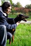 Mann mit Hund Stockfoto