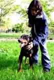 Mann mit Hund Lizenzfreie Stockbilder