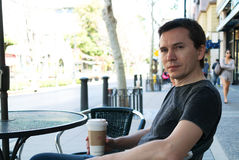 Mann mit Kaffee Lizenzfreie Stockfotografie