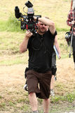 Mann mit Kinokamera lizenzfreie stockfotos