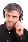 Mann mit Kopfhörer auf seinem Kopf Stockfoto