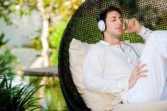 Mann mit Kopfhörern Lizenzfreie Stockfotos