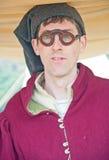 Mann mit mittelalterlichen Gläsern Stockfoto