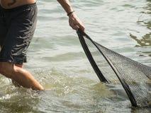 Mann mit Netzen im See Caldaro_flat Lizenzfreie Stockbilder
