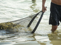 Mann mit Netzen im See Caldaro_middle Stockbilder