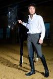 Mann mit Pferd Stockbild