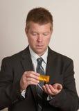Mann mit Pilledrogen Lizenzfreie Stockbilder