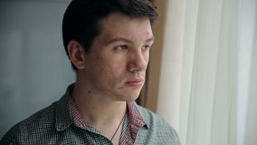 Mann mit Problem-Haut stock footage