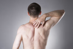 Mann mit Rückenschmerzen Schmerz im menschlichen Körper Lizenzfreie Stockfotografie