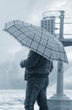 Mann mit Regenschirm Lizenzfreies Stockfoto