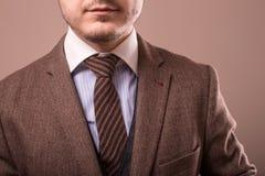 Mann mit Retro- Kamera im Tweedweinlesekleid Stockbilder