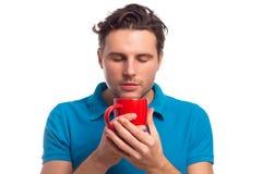 Mann mit roter Schale Stockfotografie