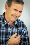 Mann mit Schmerz in der Brust Stockfotografie