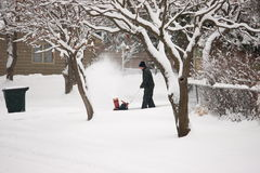 Mann mit Schnee-Gebläse Lizenzfreies Stockfoto
