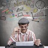 Mann mit Schreibmaschine Lizenzfreies Stockbild