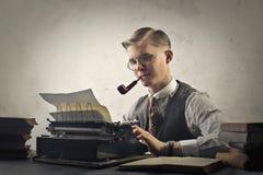 Mann mit Schreibmaschine Lizenzfreie Stockfotografie