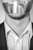 Mann mit sellotape lizenzfreies stockfoto