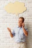 Mann mit Sprache-Blasen Lizenzfreies Stockbild