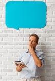 Mann mit Sprache-Blasen Stockbild