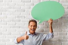 Mann mit Sprache-Blasen Stockfoto