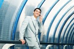 Mann mit Telefon Lizenzfreies Stockfoto