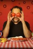 Mann mit Tomaten Lizenzfreies Stockfoto
