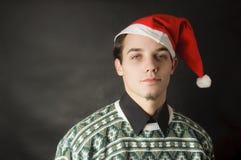 Mann mit Weihnachtshut Lizenzfreies Stockfoto