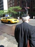 Mann mit Yamulka auf Straße Lizenzfreies Stockbild