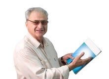 Mann mit Zeitschrift stockfoto