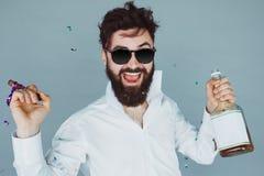 Mann mit Zigarre partying im Studio Lizenzfreies Stockbild