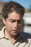 Mann mit Zikadeprogrammfehler auf Gesicht stockfoto
