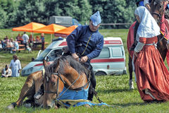 Mann in mittelalterliche historische Kleidung zu Pferd Stockfotografie