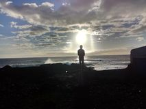 Mann nach der Sonne Lizenzfreie Stockbilder