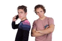 Mann-Nehmen selfie mit zwei Freunden lokalisiert auf weißem Hintergrund über Draufsicht lizenzfreie stockfotos