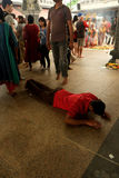 Mann niedergeworfen im Gebet Lizenzfreies Stockfoto