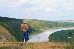 Mann oben auf dem Hügel Stockfoto