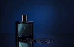 Mann parfume lizenzfreie stockfotos