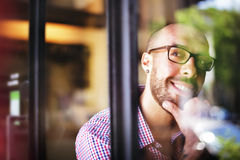 Mann-positives denkendes Inspirations-Ideen-Sinneskonzept Stockbild