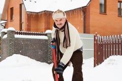 Mann säubert Schnee Lizenzfreies Stockbild