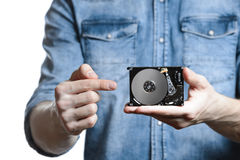 Mann ` s Hand hält 2 Festplattenlaufwerk von 5 Zoll Auf weißem Hintergrund Lizenzfreies Stockbild