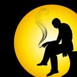 Mann-Schattenbild, das alleine raucht Stockbilder