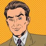Mann schaut die oben schließenden Retro- Comics mit einen Augenpop-arten Stockfotografie
