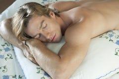 Mann-Schlafen Stockbild
