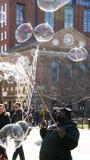 Mann-Schlagblasen in Manhattan, New York City stockfoto