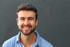 Mann in seine dreißiger Jahre mit einem perfekten Lächeln Stockbilder