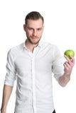 Mann in seinem 20s, das einen Apfel hält Lizenzfreies Stockbild