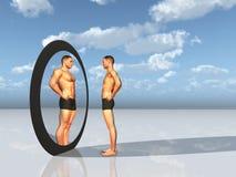Mann sieht anderer Selbst im Spiegel Stockfotos