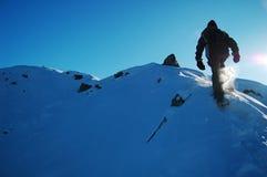 Mann Snowshoeing Lizenzfreies Stockbild