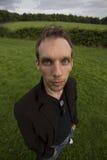 Mann stand auf dem Weitwinkel Gebiet Stockfotografie